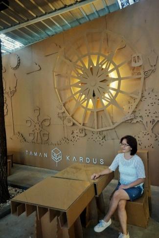Kafe Taman Kardus