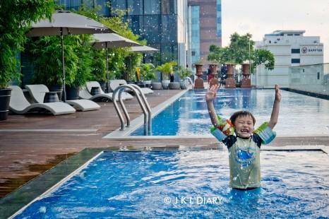 Kids pool yang terpisah sehingga aman