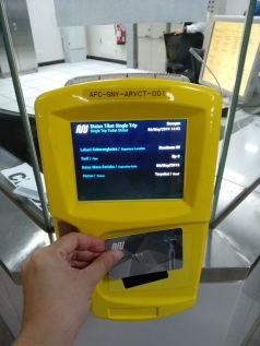 Mesin scanner tiket