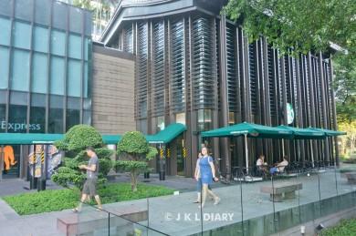 Tampak depan Starbuck (Front side of Starbuck)
