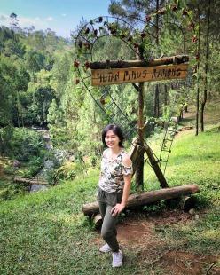spot Selfie di awal masuk Hutan Pinus Rahong